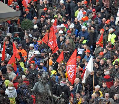 Demonstration für den Erhalt von Arbeitsplätzen bei Thyssen-Krupp in Bochum.