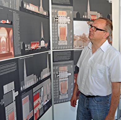 Die Architektenentwürfe für das Musikzentrum Bochum können bis Donnerstag (7. Juni 2012) im Bochumer Rathaus besichtigt werden. Im Bild: Hans Hanke, kulturpolitischer Sprecher der SPD-Ratsfraktion Bochum.