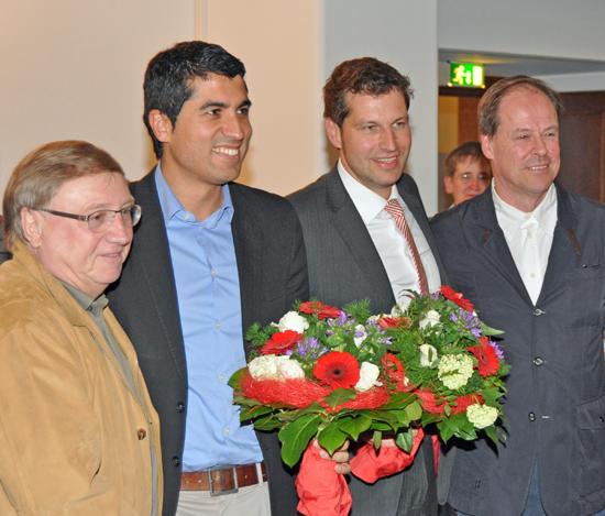 Der Bochumer SPD-Fraktionsvorsitzende Dieter Fleskes (li.) mit den Landtagsabgeordneten Serdar Yüksel (2.v.l.) und Thomas Eiskirch. Rechts im Bild: der stellvertretende Vorsitzende der Bochumer SPD Thorsten Kröger.