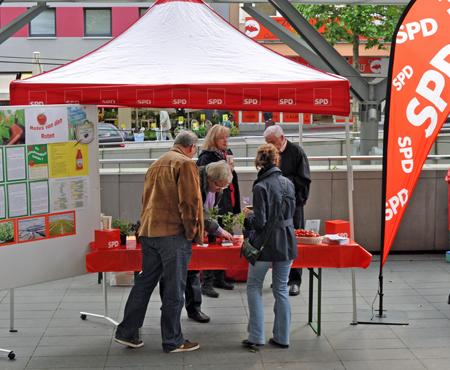 Umwelttag 2012 in Bochum: Der Stand der SPD-Ratsfraktion gleich neben dem Rathaus.