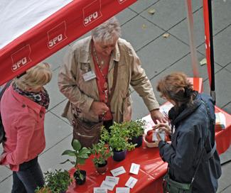 Christina Knappe, Mitglied im Umweltausschuss, und Gabriele Schuh, Mitglied im  SPD-Fraktionsvorstand, waren beim Umwelttag dabei.