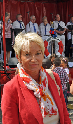 Ratsmitglied Martina Schmück-Glock beim 5. Westendfest auf dem Springerplatz im Griesenbruch