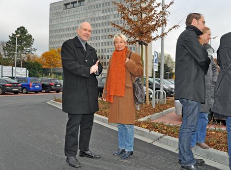 Bezirksbürgermeister Dieter Heldt und Ratsmitglied Martina Schmück-Glock