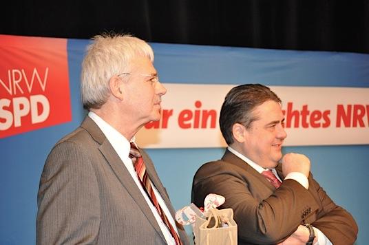 Peter Reinirkens (li.) und der SPD-Vorsitzende Sigmar Gabriel.