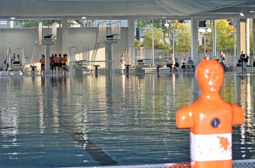 Ende September 2011 hat die Stadt Bochum das Unibad nach einer umfangreichen Sanierung wiederöffnet. Die Energieeinsparungen sind erheblich.