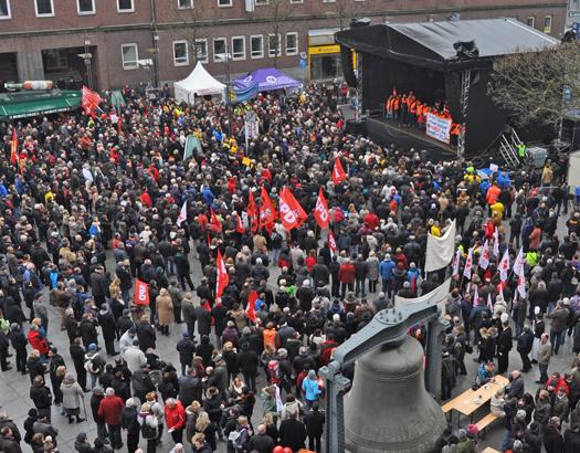 Mehrere tausend Menschen aus Bochum und der Region nahmen heute am Solidaritätsfest für Opel teil.