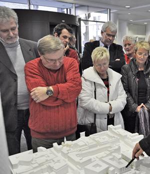 Im Technischen Rathaus hat die Stadt im Februar die Wettbewerbsbeiträge ausgestellt. Die SPD-Fraktion hat sie sich am 17. Februar angeschaut.