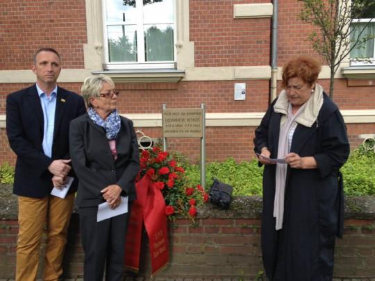 Gedenkfeier Heinrich König  Bezirksbürgermeisterin Doris Erdmann, und Stadtbezirksvorsitende Südwest Heide Schmidt