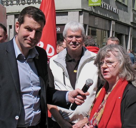 Interviews zum Wahlkampfauftakt (v.l.): Thomas Eiskirch (Vorsitzinder der Bochumer SPD), Dr. Peter Reinirkens (Vorsitzender der SPD-Ratsfraktion Bochum) und Oberbürgermeisterin Dr. Ottilie Scholz.