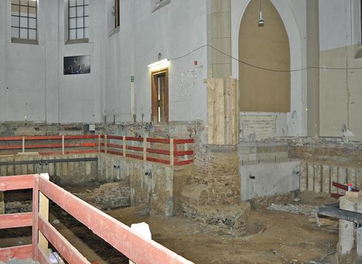 Blick in die Marienkirche gestern Nachmittag: Die Fundamente sind freigelegt. In der ehemaligen Kirche wird der Eingangsbereich zum Musikforum untergebracht. Doch vor allem wird sie selbst ein eigenständiger Aufführungsort im Ensemble des Anneliese Brost Musikforums Ruhr sein.