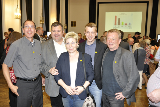 Neu im Rat: Jörg Czwikla (2.v.l.), Jonathan Ströttchen (2.v.r) und Stephan Kosel (re.). Links im Bild: Ratsmitglied Fred Marquardt. In der Mitte: Landtagsabgeordnete Carina Gödecke.