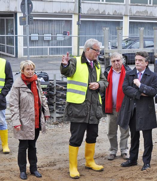 Kulturdezernent Michael Townsend (2.v.l.) begrüßte NRW-Bauminister Michael Groschek (re.) auf der Baustelle des Musikforums Ruhr. Begleitet wurde der Minister unter anderem von Martina Schmück-Glock (stadtentwicklungspolitische Sprecherin der SPD-Fraktion) und dem stellvertretenden Fraktionsvorsitzenden Dieter Fleskes.