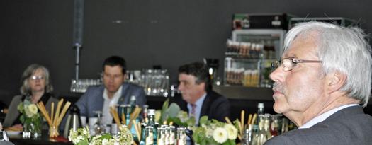 Das Treffen mit NRW-Minister Michael Groschek begann im Pumpenhaus an der Jahrhunderthalle. Rechts: Dr. Peter Reinirkens, Vorsitzender der SPD-Ratsfraktion.