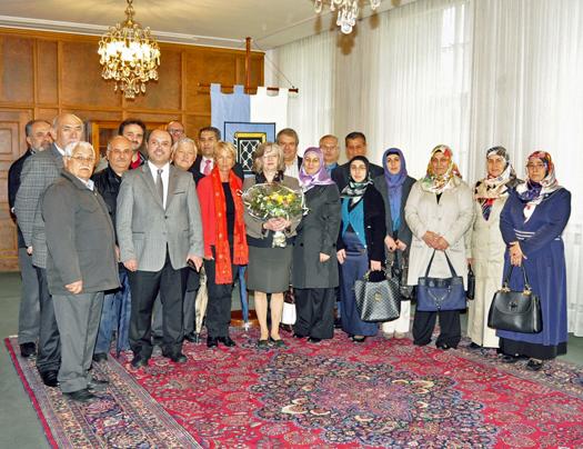 Bei einem Besuch von rund 20 Mitgliedern der Gemeinde der Merkez-Moschee an der Schmidtstraße im Bochumer Rathaus ging es am Dienstag auch um Fragen der Integration. Ratsmitglied Martina Schmück-Glock hatte zu dem Besuch eingeladen.