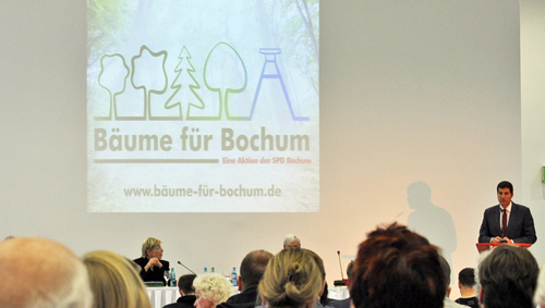 """Der Bochumer SPD-Vorsitzende Thomas Eiskirch stellte die neue Aktion """"Bäume für Bochum"""" vor."""