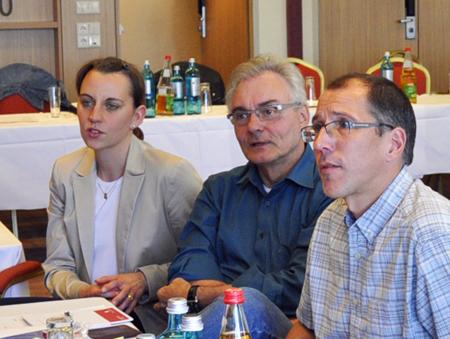 Deborah Steffens vertritt den Wahlbezirk Wattenscheid-Heide und zieht erstmals in den Rat ein. Neben ihr v.l.): Manfred Molszich, Vorsitzender der SPD-Fraktion in der Bezirksvertretung Wattenscheid, und Ratsmitglied Fred Marquardt aus Langendreer.