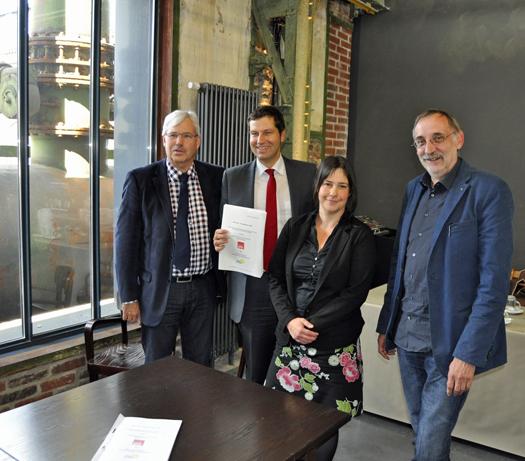 Setzten heute ihre Unterschriften unter den Koalitionsvertrag (v.l.): Dr. Peter Reinirkens, Thomas Eiskirch, Ditte Gurack und Manfred Preuß.
