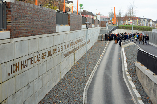"""Marcus Kiel gestaltete das Kunstwerk an der Stützmauer zur Wattenscheider Straße: """"Ich hatte das Gefühl, dass da ein Teil von mir stillgelegt werden soll."""""""