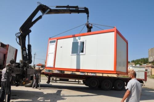 Aufbau eines Wohncontainers im Nordirak Foto: Caritas
