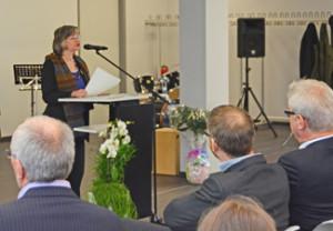 Oberbürgermeisterin Dr. Ottilie Scholz weiht die sanierte Hans-Böckler-Realschule in Bochum ein.
