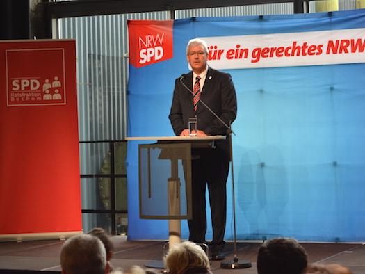 """Fraktionsvorsitzender Peter Reinirkens sagte beim Jahresempfang, Bochum habe eine """"starke Stadtgesellschaft""""."""