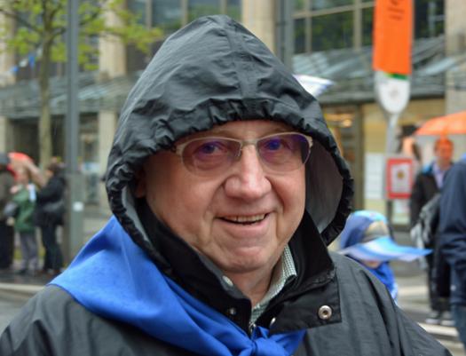 Dieter Fleskes, stellvertretender Vorsitzender der SPD-Ratsfraktion Bochum, am Samstag (25. April) beim Ausmarsch nach Harpen.