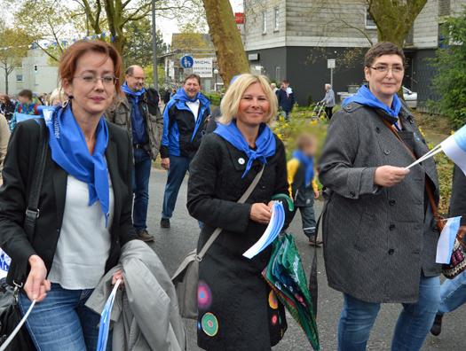 Auf dem Weg ins Bockholt (vorne, v.l.): Ratsmitglied Simone Gottschlich sowie die Bezirksbürgermeisterinnen Bochum-Ost und -Mitte Andrea Busche und Gabriele Spork.