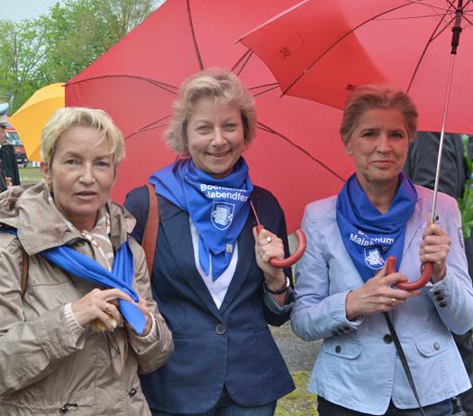 627. Maiabendfest: Die Ratsmitglieder Martina Schmück-Glock, Martina Schnell und Gabriele Schuh (v.l.) auf dem Festplatz an der Castroper Straße.