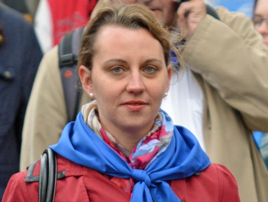 SPD-Ratsmitglied Deborah Steffens beim 627. Maiabendfest in Bochum, hier beim Rückmarsch von Harpen in den Innenstadt (25. April 2015)