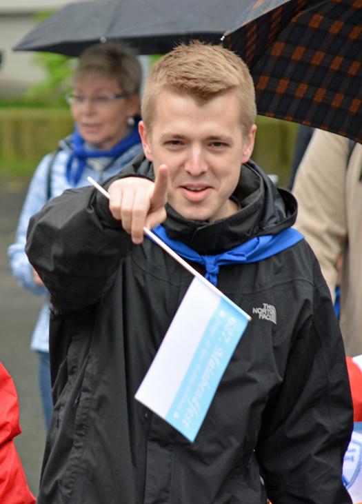 SPD-Ratsmitglied Jonathan Ströttchen beim Umzug im Rahmen des 627. Maiabendfestes in Bochum am Samstag (25. April 2015)