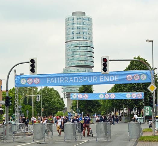 Blaupause zum 50. Geburtstag der Ruhr-Universität am 6. Juni 2015 auf der Universitätsstraße