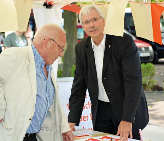 Ratsmitglied Reiner Kühlborn und SPD-Fraktionsvorsitzender Peter Reinirkens