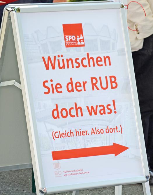 """Die SPD-Ratsfraktion Bochum mit der Aktion """"Wünschen Sie der RUB doch was!"""""""