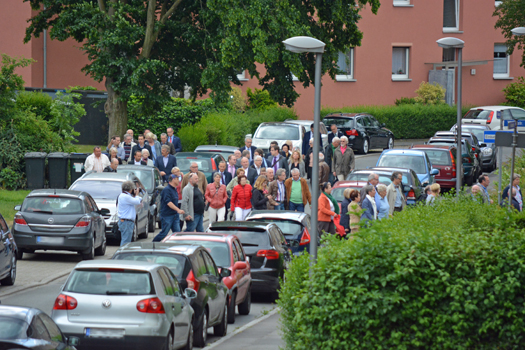 Am Dienstagabend hatte die Friedrich-Ebert-Stiftung (Landesbüro NRW) zu einem Quartiersrundgang durch die Flüsse-Siedlung in Grumme eingeladen.