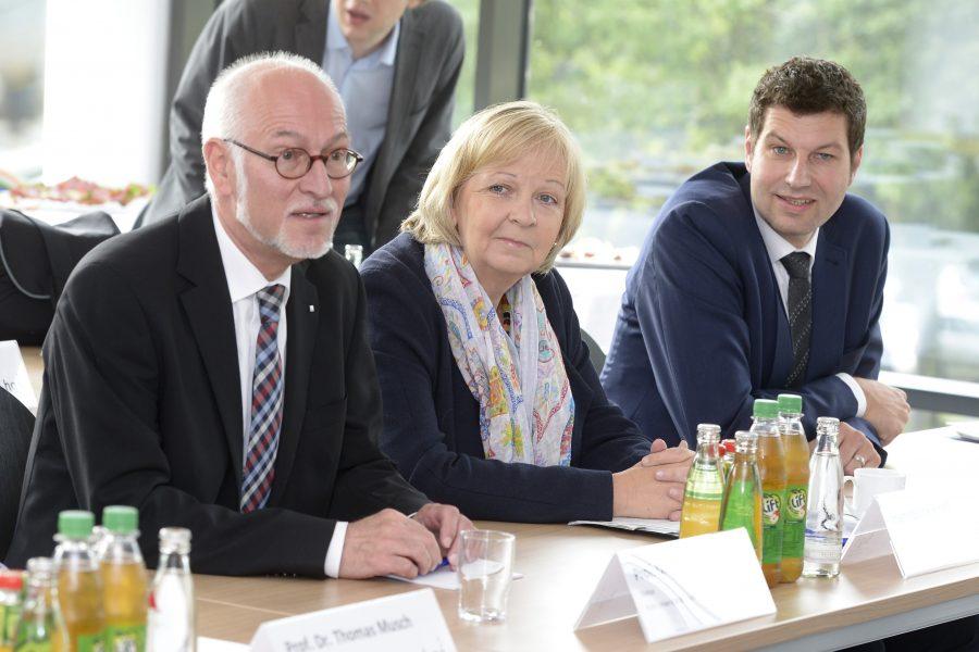 Elmar Weiler (Rektor der Ruhr-Universität Bochum), Hannelore Kraft (Ministerpräsidentin von Nordrhein-Westfalen), Thomas Eiskirch (Landtagsabgeordneter aus Bochum und Oberbürgermeisterkandidat)