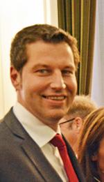 Der Wahlausschuss hat am Freitag (2. Oktober) das Ergebnis der Oberbürgermeister-Stichwahl auch formal festgestellt. Das Foto zeigt den künftigen OB Thomas Eiskirch im Ratssaal am Abend der Stichwahl nach der Auszählung der Stimmen.