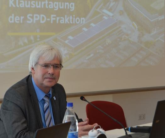 Die SPD-Ratsfraktion geht heute in Klausur: Im RuhrCongress wird es unter anderem um  Wirtschaftsförderung, Stadtwerke und den Haushalt 2016. Im Bild: Fraktionsvorsitzender Dr. Peter Reinirkens.