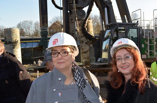 Bezirksbürgermeisterin Bochum-Mitte Gabriele Spork  (li.) und das Altenbochumer Ratsmitglied Simone Gottschlich