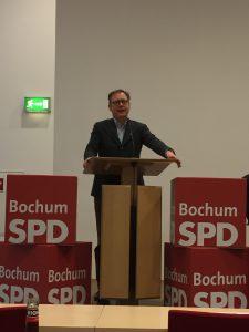 Karsten Rudolph, der Vorsitzende der SPD Bochum, bei der Eröffnung des Parteitages