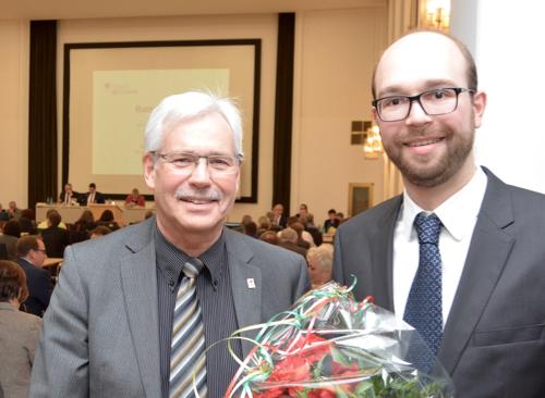 SPD-Fraktionsvorsitzender Dr. Peter Reinirkens (li.) und Sebastian Kopietz nach seiner Wahl zum Dezernenten für Personal, Recht und Ordnung.