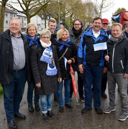 Bochum: An diesem Wochenende feiert Bochum das 628. Maiabendfest. Dabei unter anderem Mitglieder der SPD-Ratsfraktion sowie die Abgeordnete und Landtagspräsidentin Carina Gödecke (3.v.l.).