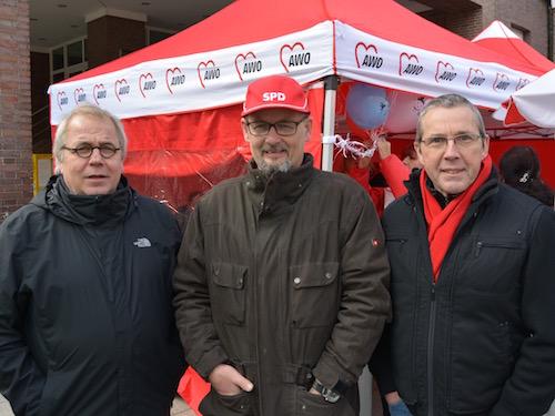 Die Ratsmitglieder Johannes Scholz-Wittek (li.) und Ernst Steinbach (re.) sowie Philipp Welsch, Vorsitzender der SPD-Fraktion in der Bezirksvertretung Bochum-Nord