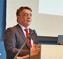 Bochum: Initiative für den Wohnungsbau in Bochum / Im Bild: der Minister für Bauen, Wohnen. Stadtentwicklung und Verkehr des Landes Nordrhein-Westfalen Michael Groschek am 18. April 2016 bei der Zweiten Investorenkonferenz in Bochum.