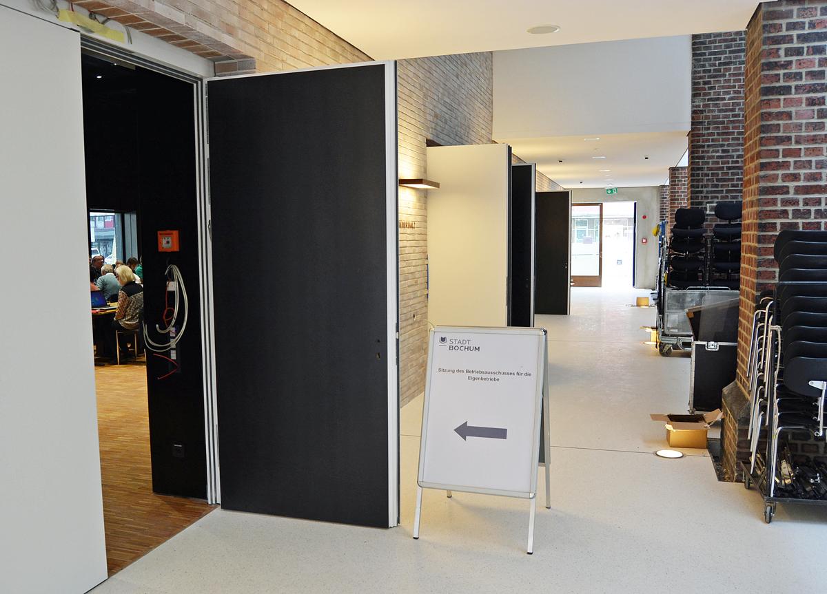 Bochum: Der Betriebsausschuss für die Eigenbetriebe tagt am heutigen Dienstag (20. September 2016) im Musikforum an der Viktoriastraße. Zuvor besichtigten die Ausschussmitglieder die Baustelle.