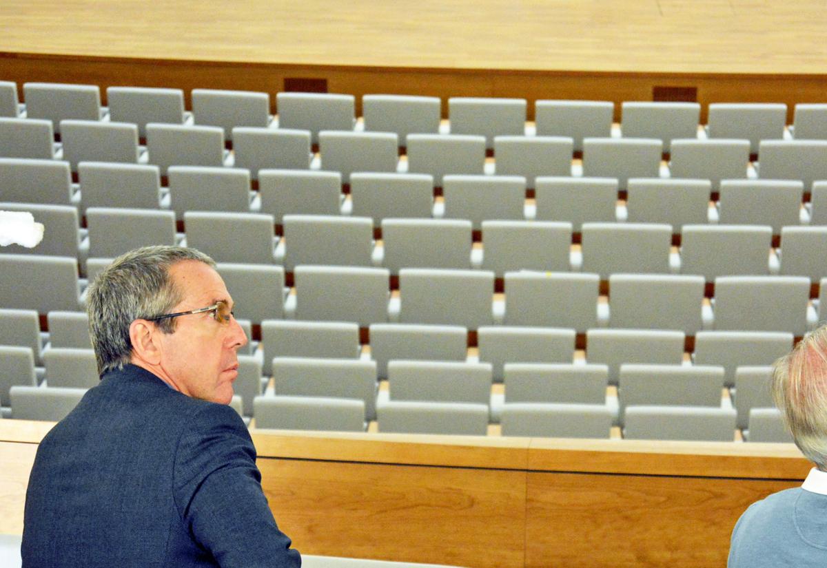 SPD-Ratsfraktion Bochum: Ernst Steinbach, Sprecher der SPD im Betriebsausschuss für die Eigenbetriebe im großen Saal des Musikforums Ruhr am 20. September 2016 während einer Führung über die Baustelle. (c) SPD-Ratsfraktion Bochum, 2016SPD-Ratsfraktion Bochum: Ernst Steinbach, Sprecher der SPD im Betriebsausschuss für die Eigenbetriebe im großen Saal des Musikforums Ruhr am 20. September 2016 während einer Führung über die Baustelle. (c) SPD-Ratsfraktion Bochum, 2016