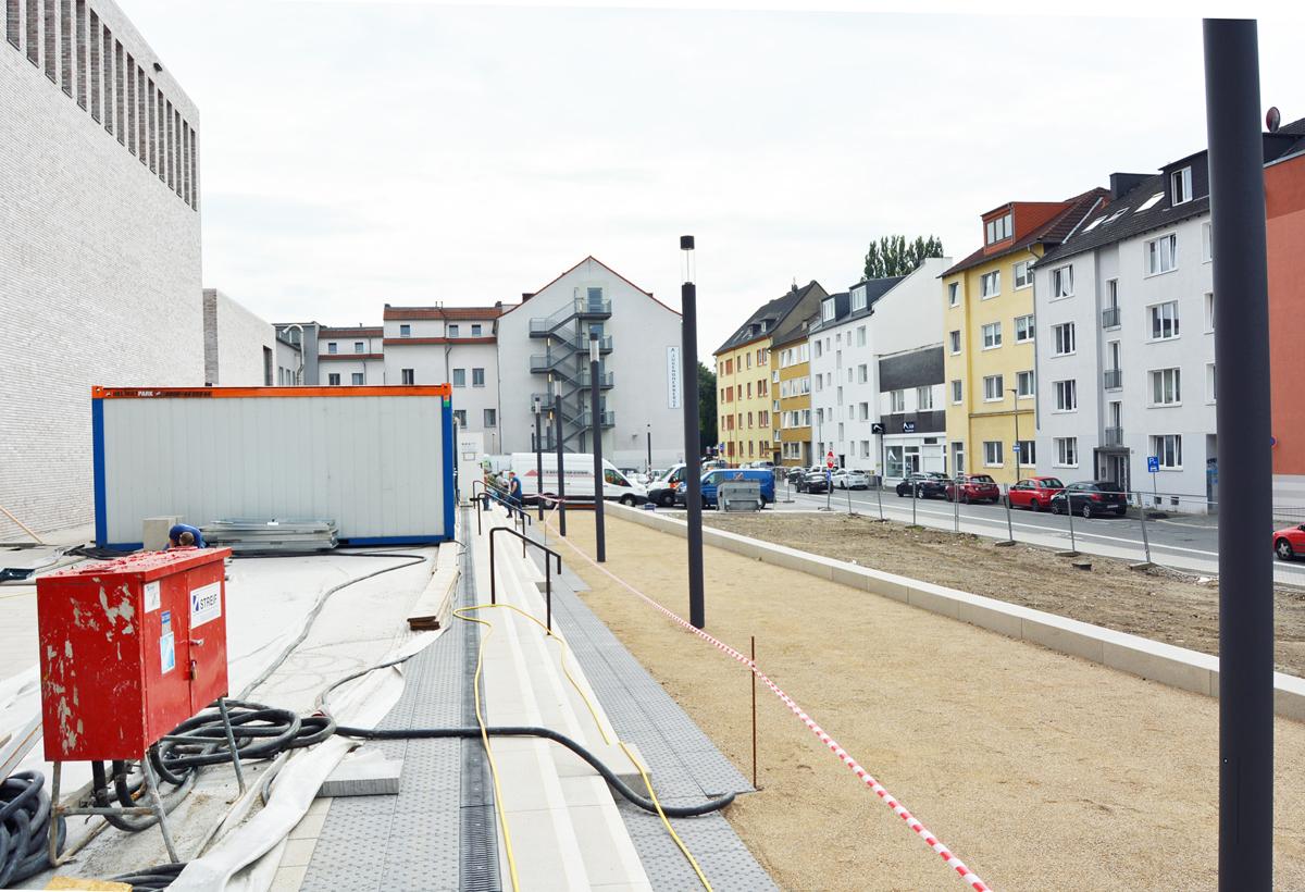 SPD-Ratsfraktion Bochum: Blick Richtung Humboldtstraße; die Aussenanlagen des Musikforums werden hergerichtet.
