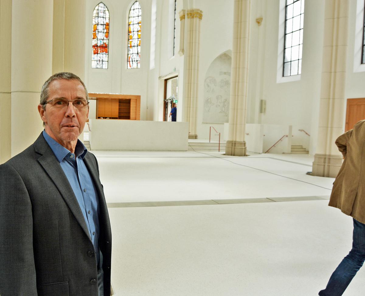 SPD-Ratsfraktion Bochum: In der renovierten Marienkirche / Ernst Steinbach ist Sprecher der SPD im Betriebsausschuss für die Eigenbetriebe. Der Ausschuss besichtigte vor seiner Sitzung am heutigen Dienstag (20. September 2016) das Musikforum. (c) SPD-Ratsfraktion Bochum, 2016