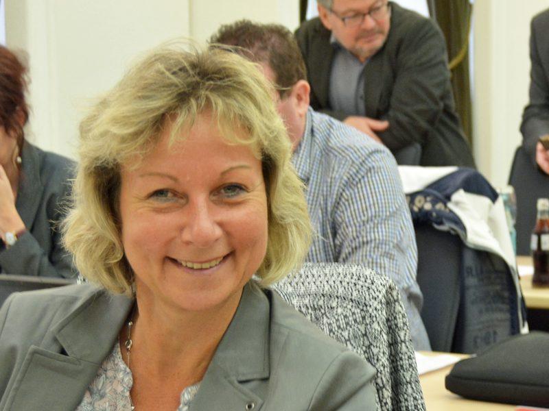 SPD-Ratsmitglied Martina Schnell freut sich über die geplante Schnellbuslinie zwischen RUB und Wattenscheid.