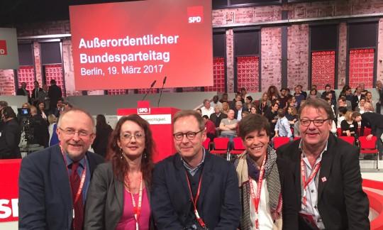 Die Bochumer Delegation beim Bundesparteitag der SPD (auf dem Martin Schulz zum Parteivorsitzenden und Kanzlerkandidaten gewählt wurde): Axel Schäfer, Simone Gottschlich, Karsten Rudolph, Caroline Ströttchen, Reiner Lehmkuhl.