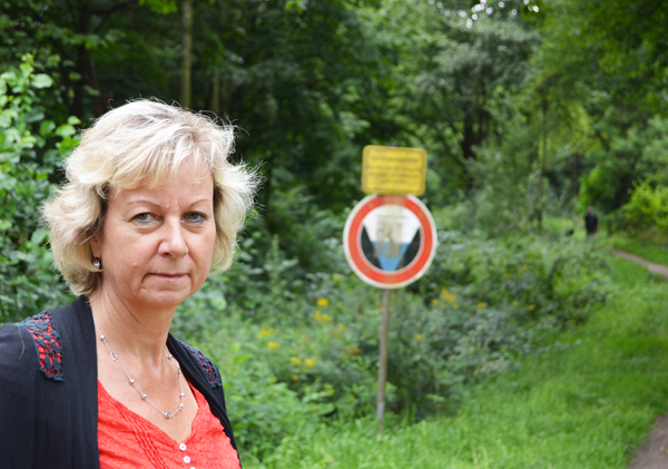 SPD-Ratsfraktion Bochum: Ratsmitglied Martina Schnell setzt sich dafür ein, dass im bereits renaturierten Hofsteder Bach möglichst bald auch tatsächlich Wasser fließt.